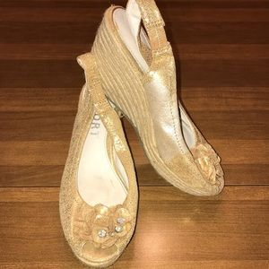Report gold wedge sandal